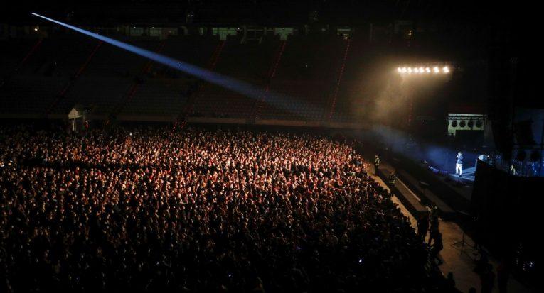Show de rock foi liberado pelas autoridades de saúde espanholas, que vão acompanhar se os frequentadores foram ou não contaminados (Albert Gea/Reuters)